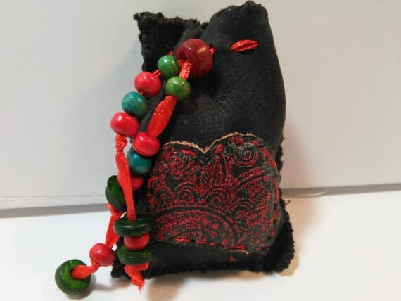 Making Your Own Mojo Bags - Black Witch Coven